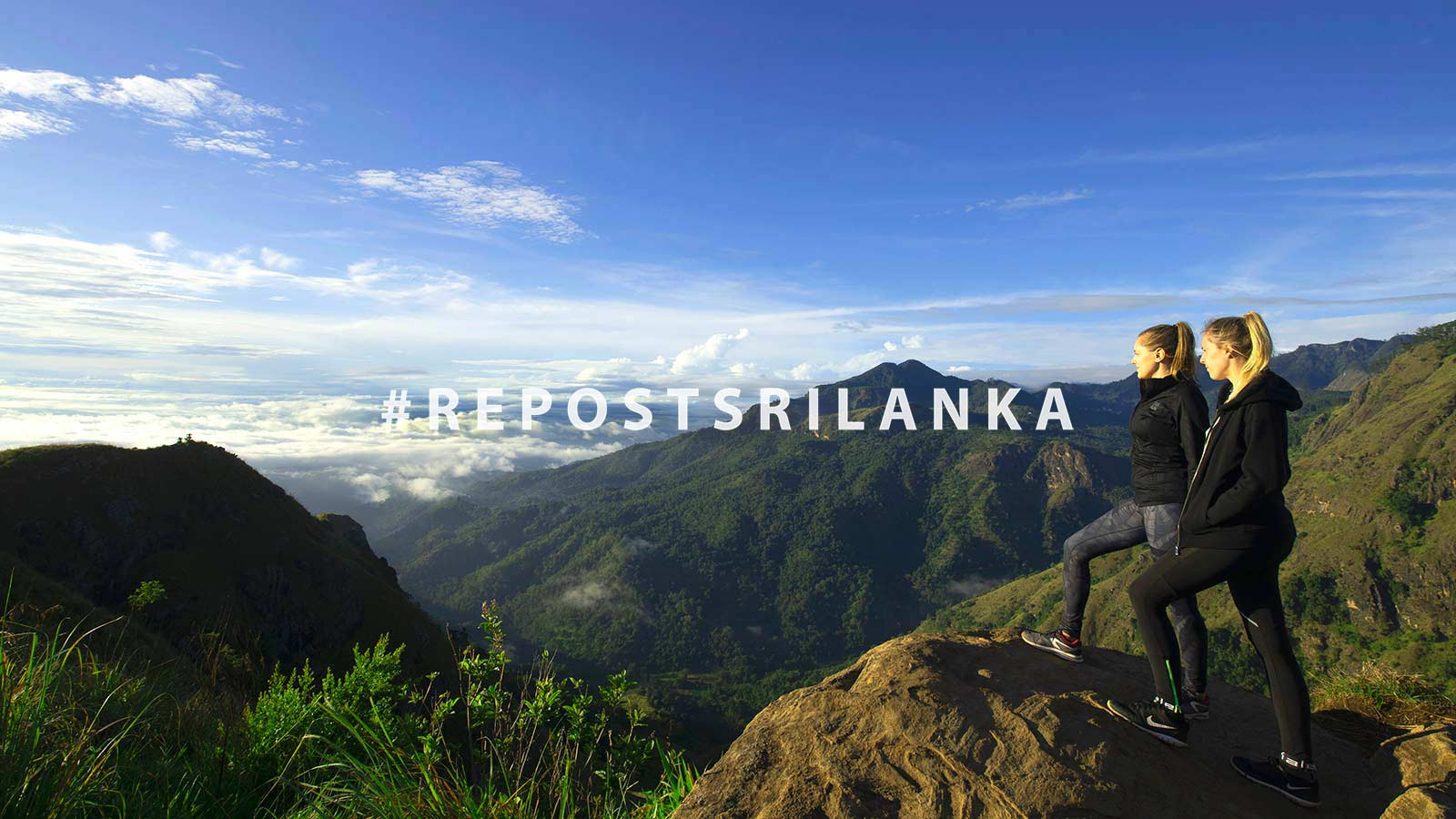 2 women hiking in Sri Lanka
